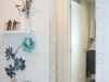 Pasillo-blanco-con-decoracion-en-Abadino-5