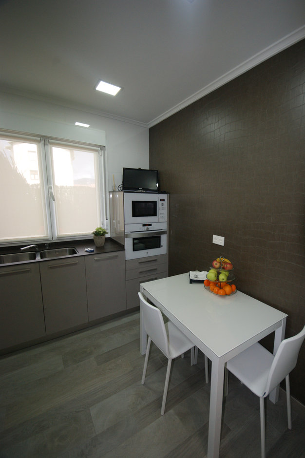 Reforma de cocina en tonos grises y blancos - Vista 3