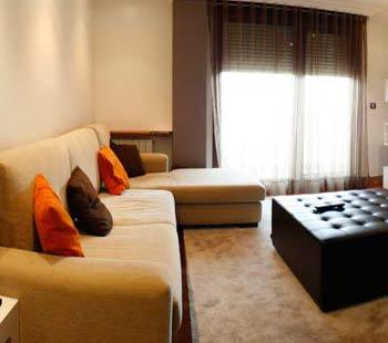 Decoración del salón con zona de estar