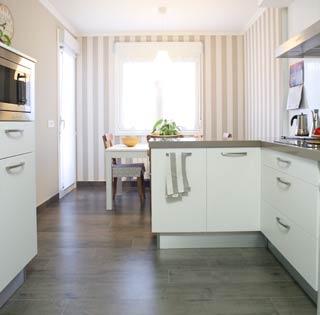 Reforma de la cocina para toda la familia reformas unai for Amueblar cocina alargada