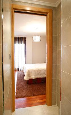 puerta corredera en baño reformado
