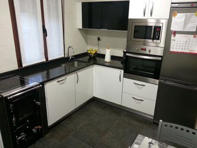 >Cocina con cocina de leña berotu» width=»400″ height=»300″ class=»aligncenter size-full wp-image-3268″ /> <img src=