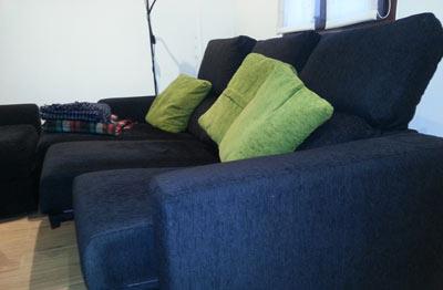 Salón sofa amplio de 3 plazas con cheslong
