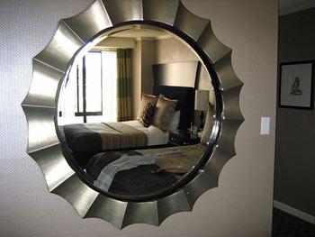 Los espejos dan sensación de amplitud a los pisos pequeños
