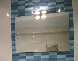 Reforma de bano en Amorebieta espejo lavabo