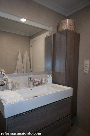 Espejo baño y focos en la reforma de un baño