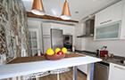 Reforma de cocina con papel pintado en Bilbao thumbnail